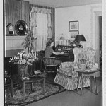 """The """"American Living Room"""" display inside Gimbels Department Store in 1941."""