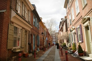 Photograph depicting a modern-day Elfreth's Alley.