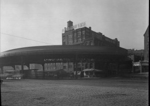 This 1918 picture shows the Delaware Avenue Elevated as it makes its hairpin turn over Arch Street onto and over Delaware Avenue. Also known as the Ferry Branch, this El structure was built in 1908 and was dismantled in 1939. (PhillyHistory.org)