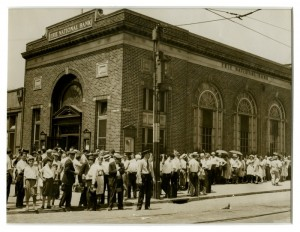The Erie National Bank of Philadelphia suffered through a bank run in 1931. Hundreds of people waited in line to get as much money from their bank accounts as they could. (Historical Society of Pennsylvania)