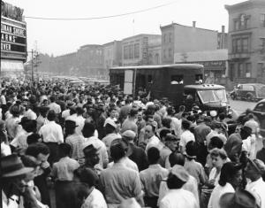 Shipyard workers during the Philadelphia Transportation Company strike, photograph