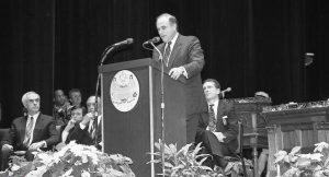 Photograph of Edward G. Rendell being inaugurated as Mayor of Philadelphia in 1992.