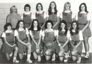 A team portrait of the 1973 Mighty Macs women's basketball team.